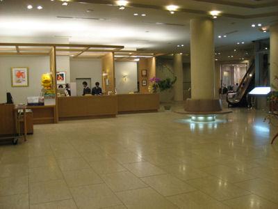 コガノイベイホテルのロビー.jpg